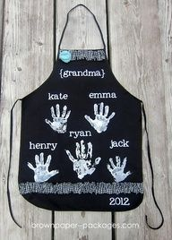 DIY Christmas Gift Idea ~ Handprint Apron... grandmas would love this!