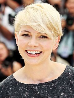 The question, is the hair cut cute because Michelle Williams is adorable or because it's a cute cut? Oh the dilemma.