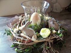 Wreath for table, Easter in cream-brown, table decoration by … dancing with the flowers … - Easter Eggs Day Easter Projects, Easter Crafts, Easter Ideas, Easter Table, Easter Party, Hoppy Easter, Easter Eggs, Diy Easter Decorations, Table Decorations