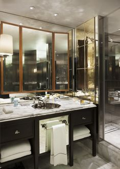 hotel bar A very stylish bathroom - Rosewood London Tony Chi- Rosewood London, Rosewood Hotel, Mid-century Interior, Bathroom Interior, Design Bathroom, Interior Design, Interior Ideas, Interior Inspiration, Villas