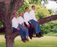 Funny Pictures Fails Awkward Moments Family Photos New Ideas Awkward Family Pictures, Weird Family Photos, Awkward Photos, Awkward Moments, Family Pics, Strange Family, Awkward Family Photos Christmas, Embarrassing Moments, Christmas Photos