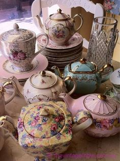 Vintage China whiteroses-in-spring: (via How many high tea sets can one ask for? Neeeeeed this! Vintage Dishes, Vintage China, Vintage Teapots, Vintage Tea Cups, Antique Tea Cups, Vintage Silver, Style Cottage Anglais, Teapots And Cups, My Cup Of Tea