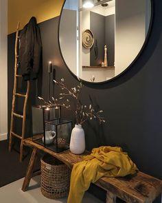 We gebruikten de kleuren India Yellow en off black van farrow and ball 🖤 Farrow Ball, Room Inspiration, Interior Inspiration, Entryway Decor, Fall Entryway, Interior Design Living Room, Home And Living, House Design, House Styles