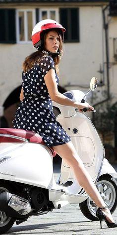 Moto Vespa, Piaggio Vespa, Lambretta Scooter, Vespa Scooters, Vintage Vespa, Vespa Models, Motorbikes Women, Chicks On Bikes, Scooter Bike