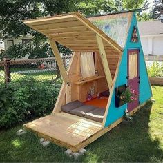 Pallet Furniture Projects Pallet playhouse - Latest interior design ideas include wooden pallets as the necessary element of their projects. New, upcoming and latest ideas are rapidly take fame in the field of pallets wood. Cubby Houses, Play Houses, Outdoor Projects, Home Projects, Pallet Projects, Woodworking Projects, Outdoor Crafts, Woodworking Skills, Garden Projects