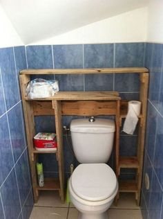 Use Pallet Wood Projects to Create Unique Home Decor Items Diy Bathroom, Pallet Designs, Wooden Pallet Projects, Bathroom Furniture, Pallet Shelves, Pallet Home Decor, Diy Furniture, Diy Pallet Projects, Pallet Bathroom