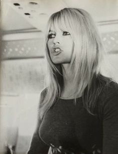 haar pony How to cut bangs vintage brigitte bardot Best Ideas Bridget Bardot Bangs, Brigitte Bardot Hairstyle, Bardot Brigitte, Hairstyles With Bangs, Pretty Hairstyles, Bardot Fringe, How To Cut Bangs, Rides Front, Ombre Hair