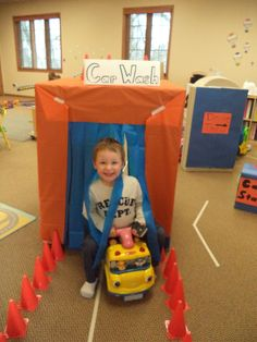 ***could take a ride-on bike for tricycle through car wash made of PVC pipes***Dramatic play - car wash Dramatic Play Area, Dramatic Play Centers, Toddler Learning, Preschool Activities, Preschool Cooking, Transportation Theme Preschool, Role Play Areas, Block Play, Petite Section