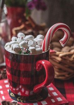 Shared by Ginnie. Find images and videos about winter, christmas and cozy on We Heart It - the app to get lost in what you love. Candy Cane Christmas, Christmas Hot Chocolate, Christmas Coffee, Noel Christmas, Christmas Treats, Winter Christmas, Christmas Decorations, Christmas Feeling, All Things Christmas