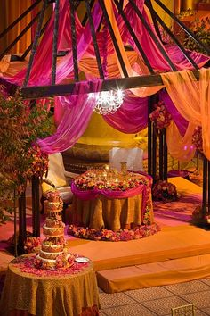 Sweetheart table for Indian bride and groom. Indian wedding, indian decor switch the colours to royal purple and royal blue Moroccan Wedding Theme, Indian Wedding Decorations, Indian Weddings, Hindu Weddings, Peach Weddings, Desi Wedding, Wedding Stage, Wedding Mandap, Wedding Ideas