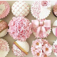 So beautiful idea for rose tops cupcakes