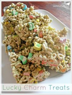 St Patrick's Day Recipe: Lucky Charms Treats. here's a way to ensure I don't eat the kids treats - blech! Just Desserts, Delicious Desserts, Yummy Food, Holiday Treats, Holiday Recipes, Family Recipes, Lucky Charms Treats, Yummy Treats, Sweet Treats