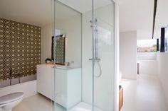 Te koop - Huis 2 slaapkamer(s)  - bewoonbare oppervlakte: 180 m2  - Gezellige architectenwoning in rustige en landelijke omgeving met klein beschrijf. Maximale lichtinval en ruimtelijke beleving staan centraal in deze   - bouwjaar: 2010-01-01 00:00:00.0 - dubbel glas 1 bad(en) -  1 douche(s) -  3 gevel(s) -  2 toilet(ten) -  - oppervlakte terras: 25 m2
