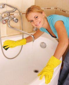 Comment faire soi-même sa crème à récurer ?  Le nettoyage de la maison est impossible sans l'incontournable « crème à récurer ». Pour entretenir et faire briller sa salle de bain, son évier, son frigo … rien de mieux que de faire soi-même sa crème à récurer naturelle. Avec son action abrasive, ce mélange de bicarbonate de soude et de jus de citron va nettoyer, désinfecter et dégraisser les pièces de votre maison !