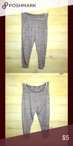 Target - Mossimo loose fitted pant Target - Mossimo loose fitted Capri pant Mossimo Supply Co Pants Leggings