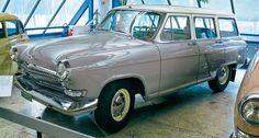 Советские автомобили в Финляндии:«Волгу» ГАЗ‑22 с тремя рядами сидений рекламировали даже не как семи-, а как восьмиместную машину.