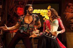 Deepika and Ranveer dance to tune of Garba in Ram-Leela