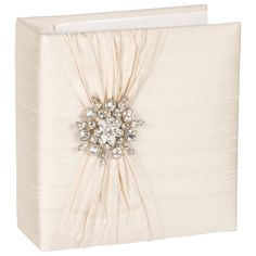 I love the look of this Ivory Silk with Snowflake Brooch Photo Album Grayce, though I would take out the plastic sleeve pages from the binder and use paper pages and photo corners instead. Cream Picture Frames, Wedding Picture Frames, Wedding Photo Albums, Wedding Frames, Wedding Decor, Wedding Ideas, Layla Grayce, Picture Albums, Photo Corners