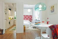 small apartment ideas - cheerful colors and a good selection of furniture