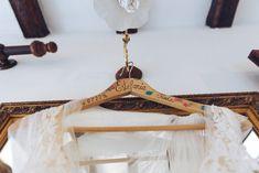 Percha Personalizada Boda © SEÑOR Y SEÑORA SMITH Clothes Hanger, Personalized Hangers, Wedding, Majorca, Hangers, Coat Hanger, Hanger Hooks, Coat Racks