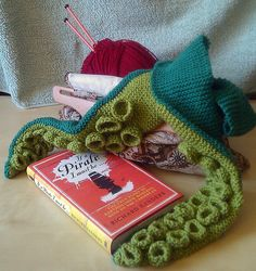 http://howtomakeamess.wordpress.com/2011/08/05/how-to-knit-a-tentacle-scarf-with-pockets/