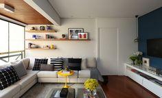 Decoração de: Sala de estar; sofá em l cinza; Casa de Valentina