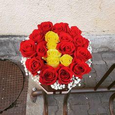 Floraria Alex Floral Wreath, Boxes, Wreaths, Flowers, Plants, Home Decor, Floral Crown, Crates, Decoration Home