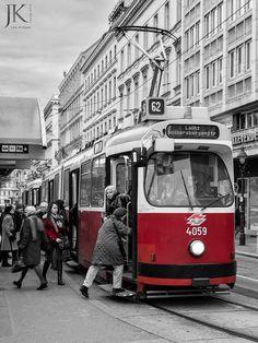Straßenbahn in Wien #Streetphotography #Vienna #Wien #Tram #Straßenbahn