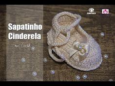 """Na aula de hoje a Professora Simone ensina a confeccionar o """"Passo a passo Sapatinho Cinderela em Crochê"""" Este é o canal da """"Professora Simone Crochê"""", vídeo..."""