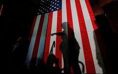 """Die Ex-Außenministerin und demokratische Präsidentschaftskandidatin Hillary Clinton ist laut dem Experten Micah Zenko aggressiver als der amtierende Staatschef Barack Obama und kann die USA in mehr kriegerische Konflikte als ihr republikanischer Rivale Donald Trump verwickeln, wie """"Focus Online"""" berichtet."""