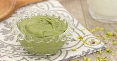 La Nutella di pistacchi è una deliziosa crema spalmabile al pistacchio semplicissima da realizzare, cremosa e golosa, perfetta per farcire qualsiasi dolce!