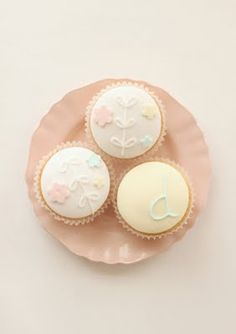 hello naomi: dylan's birthday featured in little one baby Pastel Cupcakes, Pretty Cupcakes, Beautiful Cupcakes, Sweet Cupcakes, Hello Naomi, Cupcake Art, Cupcake Cakes, Cupcake Ideas, Cup Cakes