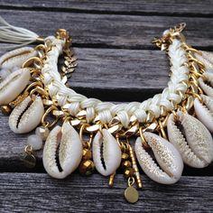 Jewelry Design Earrings, Wire Jewelry, Beaded Jewelry, Jewelery, Beaded Bracelets, Shell Schmuck, Diy Schmuck, Schmuck Design, Seashell Jewelry
