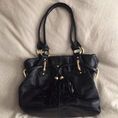 BMAKOWSKY butter leather🎉reduced🎉 Such GREAT CONDITION!! Gold hardware colorful inside. Plenty of pockets and a tassel addition. GREAT BAG b. makowsky Bags
