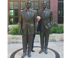 """ToniConfid on Twitter: """"@yashar he's hiding in the bushes like Sean Spicer.""""-----------------  bill clinton playing 'peek a boo' behind big statues of pres bush 41 & 43"""