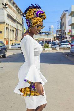 Robe courte et près du corps avec des manches évasés double en pagne. le modele porte la robe en 36 robe vendu sans foulard ni accessoires