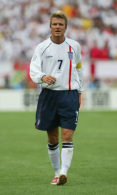 A dejected David Beckham of England after the England v Brazil World Cup Quarterfinal Stage match played at the Shizuoka Stadium Ecopa Shizuoka Japan. Retro Football, World Football, Football Jerseys, Football Season, Fifa, David Beckham Football, Match Of The Day, Hockey, Masculine Style