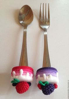 Персональные подарки ручной работы. Ярмарка Мастеров - ручная работа. Купить Десертные ложечка и вилочка с тортиками. Handmade. Полимерная глина