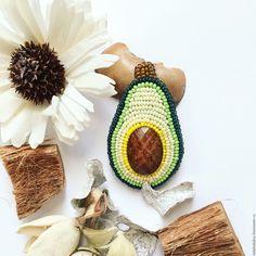 making bracelets with beads Handmade Wire Jewelry, Beaded Jewelry Designs, Brooches Handmade, Handmade Beads, Diy Jewelry, Jewelry Ideas, Jewelry Accessories, Making Bracelets With Beads, Jewelry Making Beads