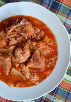 Ciorba de varza cu carne si afumatura reteta de lucskos (lucicos) | Savori Urbane Romanian Food, Foie Gras, Pot Roast, Fall Recipes, Thai Red Curry, Foodies, Food And Drink, Meals, Ethnic Recipes
