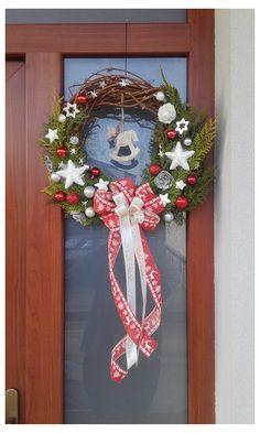 Červený s koníkem 4th Of July Wreath, Grapevine Wreath, Grape Vines, Wreaths, Home Decor, Decoration Home, Door Wreaths, Room Decor, Vineyard Vines