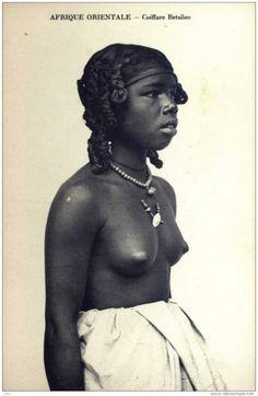 MADAGASCAR - Coiffure Betsileo - Seins nus - Neuve -