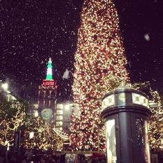 it's snowing!!!! @ The Americana at Brand http://instagr.am/p/TXSGsrh9aP/
