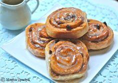 Me in blogland...: Baker's Corner- Cinnamon Rolls