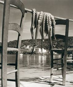 Questa foto di Herbert List è degli anni '30, eppure sembra attualissima...