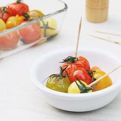 Nieuw recept online: kruidige tomaatjes uit de oven  #tomato #healthysnack #lowcarb #vegan #gezondmeteline by gezondmeteline