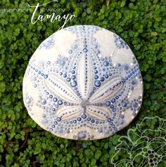 This listing is for a custom, hand painted sand dollar, like the ones shown in the photos above. The sand dollars were collected on beautiful Pismo Beach, CA before being prepared for painting. Each colorful dot of acrylic paint is painstakingly applied by hand, with lots of love and patience. I find dotism to be extremely therapeutic and I absolutely love the visual affect of layers of 3D dots on the already beautiful canvas of a sand dollar. This listing is for a large sand dollar, between…