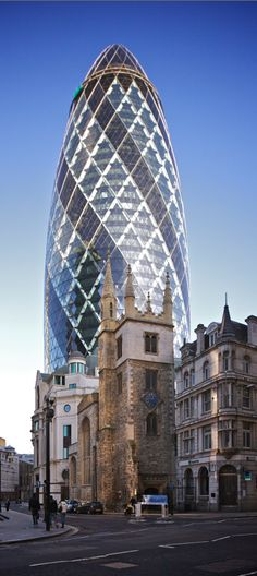 St Mary Axe (the Gherkin) in the financial district of London • photo: Aurelien Guichard on Wikipedia