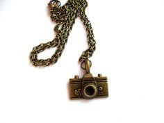 Tolle, ausgefallene Kamera-Kette!!! bronzefarben Die passenden Ohrringe sowie die Kette auch in silber findest du auch in meinen Shop