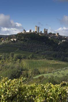 #SanGimignano, en una colina sobre el Valle de Elsa. http://www.florencia.travel/ciudades-para-visitar/san-gimignano/ #turismo #visitar #Toscana